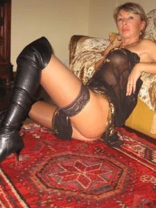 Dominatrice quinqua cherche son esclave sexuel